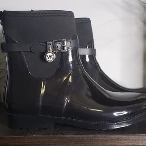 Micheal Kors Short Glossy Rubber Boots Size 9